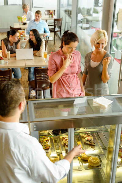 Pincér mutat nők torták kirakat kávézó Stock fotó © CandyboxPhoto
