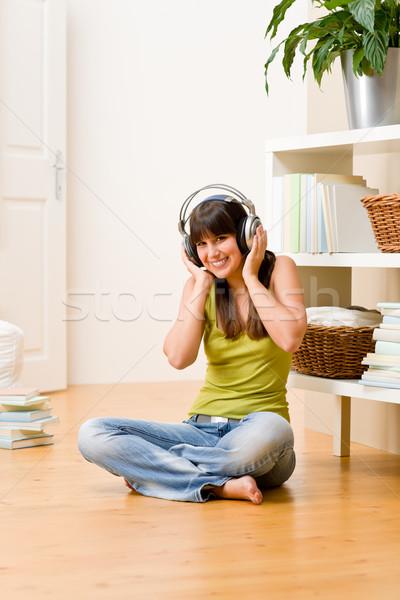 Foto d'archivio: Adolescente · ragazza · relax · home · felice · ascoltare