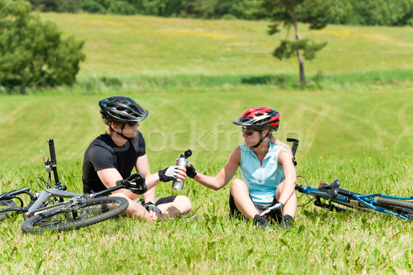 Esportes mountain bike casal relaxar ensolarado Foto stock © CandyboxPhoto
