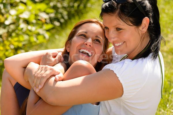 Madre hija armas riendo aire libre Foto stock © CandyboxPhoto