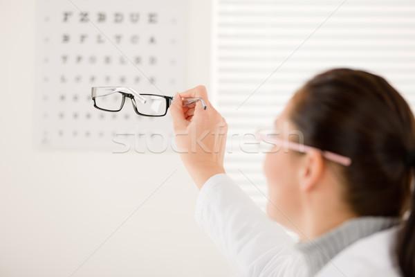 Optyk lekarza kobieta okulary oka wykres Zdjęcia stock © CandyboxPhoto