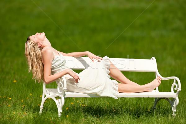 Stockfoto: Voorjaar · jonge · vrouw · ontspannen · bank · weide