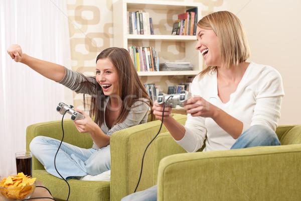 Studenten twee vrouwelijke tiener spelen video Stockfoto © CandyboxPhoto