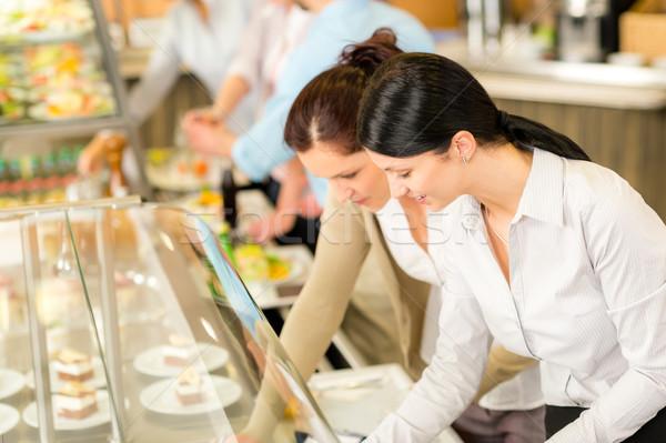 Cafetaria lunch twee kantoor vrouw kiezen Stockfoto © CandyboxPhoto