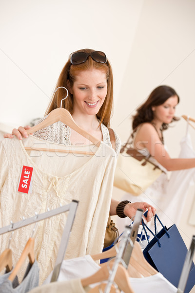 Stockfoto: Mode · winkelen · twee · gelukkig · jonge · vrouw · kiezen