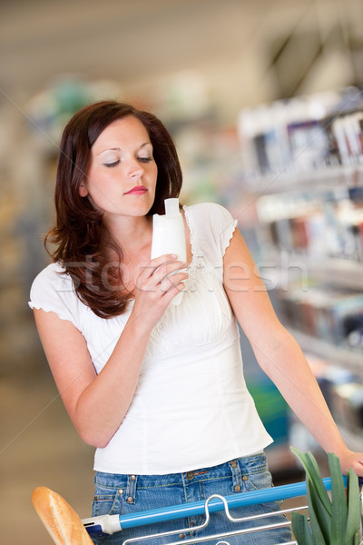 Shopping belle brunette shampooing magasin Photo stock © CandyboxPhoto