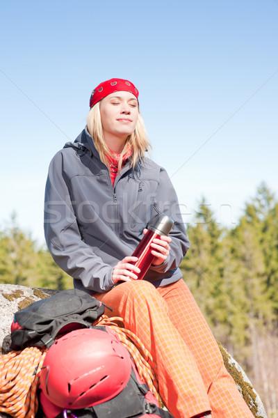 Actief vrouw rotsklimmen ontspannen jonge vrouw gelukkig Stockfoto © CandyboxPhoto