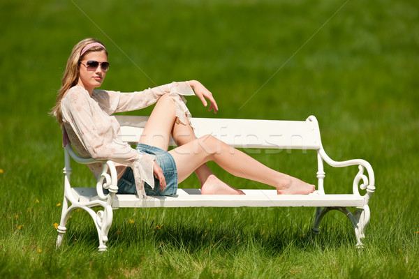 Foto stock: Primavera · verão · mulher · jovem · relaxante · prado · branco