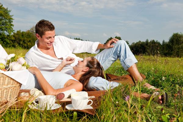 Piknik romantikus pár tavasz természet napos idő Stock fotó © CandyboxPhoto