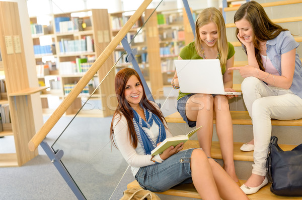 Gruppo liceo studio biblioteca tre Foto d'archivio © CandyboxPhoto