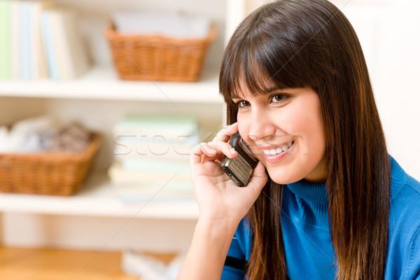 подростку девушки расслабиться домой телефон счастливым Сток-фото © CandyboxPhoto