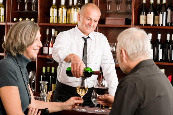 Pareja de ancianos barman vidrio disfrutar Foto stock © CandyboxPhoto