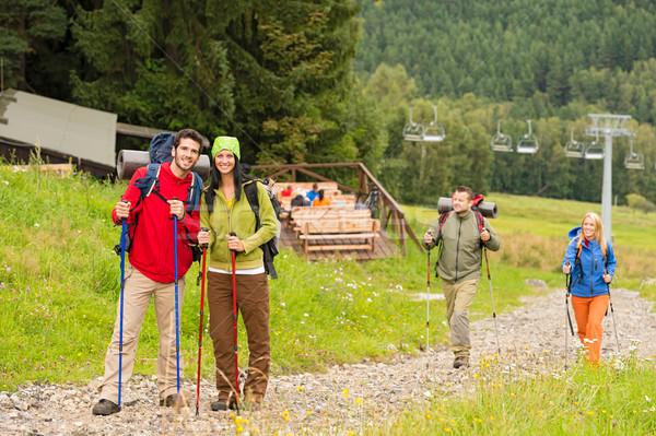 Wandelaar paren pad berg jonge avontuurlijk Stockfoto © CandyboxPhoto