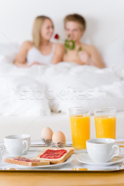 Luxe hotel huwelijksreis ontbijt paar bed Stockfoto © CandyboxPhoto