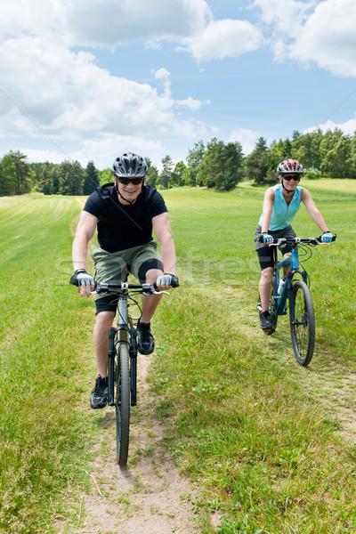 Foto stock: Esportes · casal · equitação · montanha · feliz
