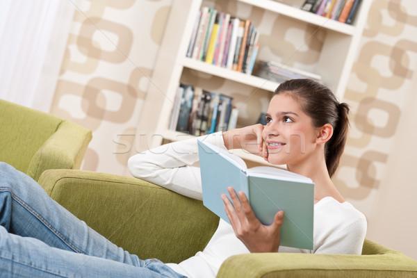 Stockfoto: Studenten · gelukkig · tiener · boek · vergadering · fauteuil