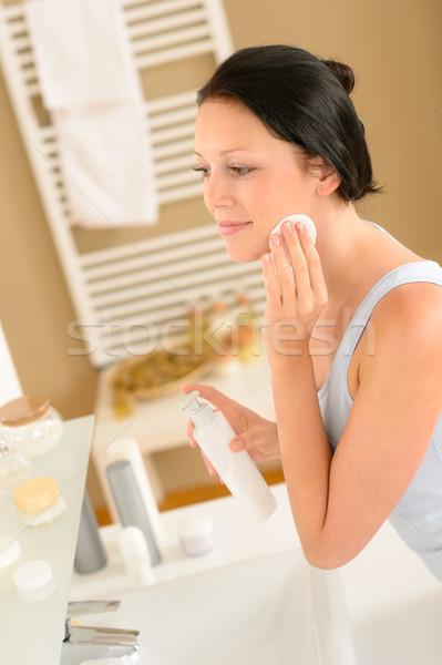Jonge vrouw badkamer schone gezicht make verwijdering Stockfoto © CandyboxPhoto