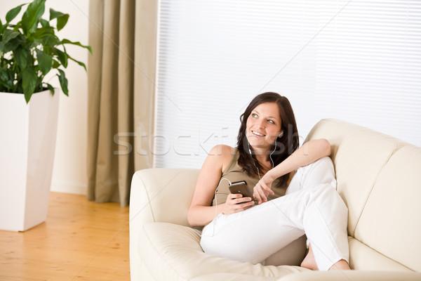 Zdjęcia stock: Kobieta · słuchania · salon