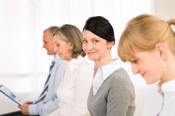 Imagine de stoc: Interviu · oameni · de · afaceri · zâmbitor · aşteptare · femei