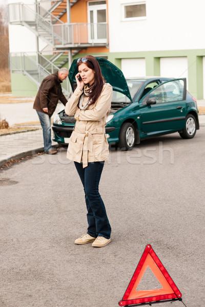 Foto stock: Chateado · telefone · mulher · carro · problema · acidente