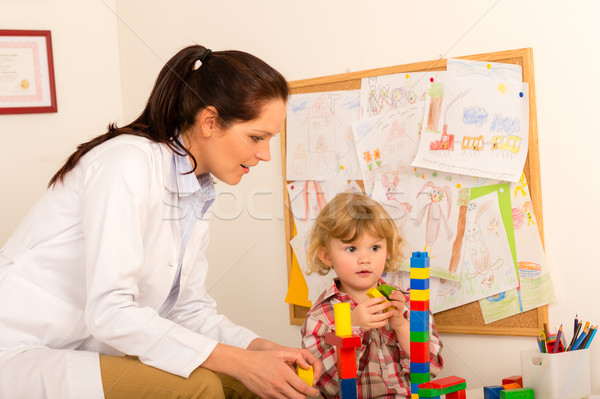 Besuchen Kinderarzt Kind Mädchen spielen weiblichen Stock foto © CandyboxPhoto