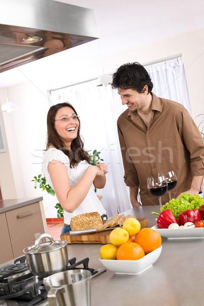 Cuisson heureux couple ensemble modernes cuisine Photo stock © CandyboxPhoto