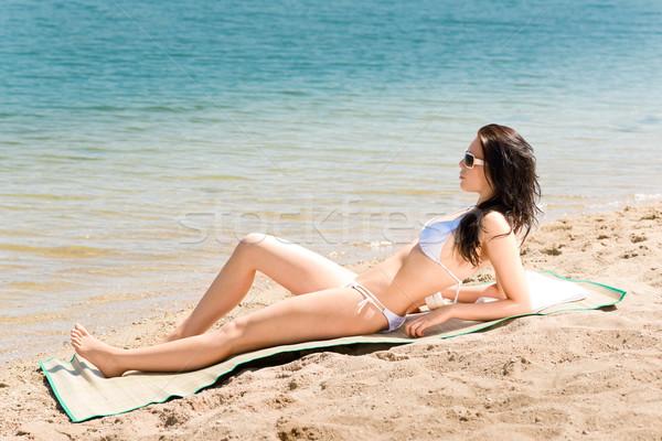 Nyár tengerpart lenyűgöző nő napozás bikini Stock fotó © CandyboxPhoto