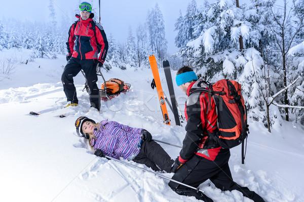 Ratowania narciarskie pomoc ranny kobieta narciarz Zdjęcia stock © CandyboxPhoto