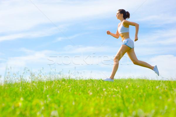 Donna matura atleta primavera prato donna Foto d'archivio © cardmaverick2