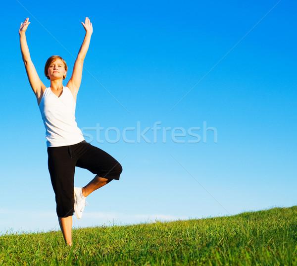 Yoga soleado pradera fotos Foto stock © cardmaverick2