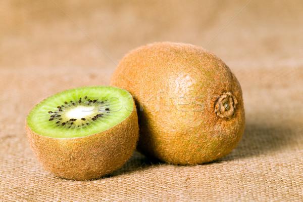 Grünen Obst kiwi braun geschnitten Essen Stock foto © carenas1