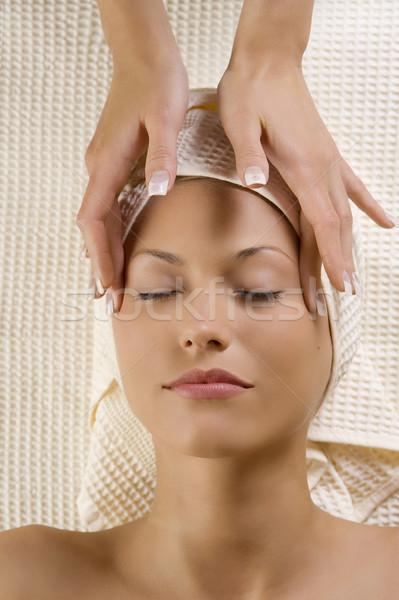 Hoofdpijn massage cute vrouw spa handen Stockfoto © carlodapino