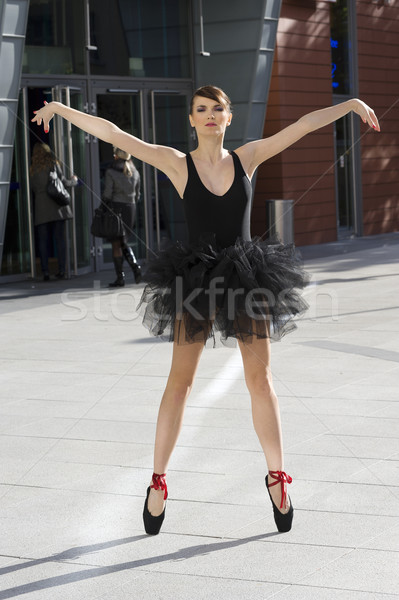 Ballerina outdoor pose bevallig zwarte Stockfoto © carlodapino