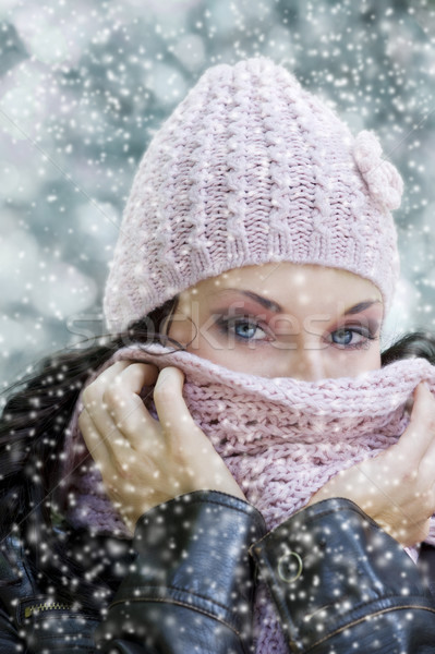 Lenyűgöző szemek aranyos lány arc hideg Stock fotó © carlodapino
