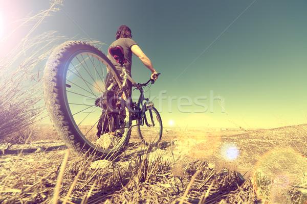 Sport egészséges bicikli tájkép klasszikus férfi Stock fotó © carloscastilla