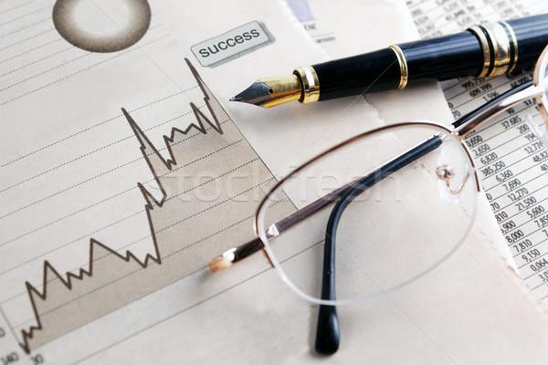 Econômico gráficos óculos trabalhar fundo Foto stock © carloscastilla