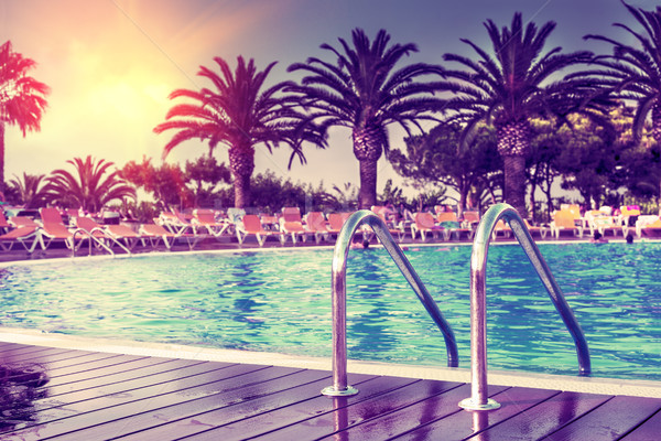 Naplemente nyár egzotikus medence hotel pálma Stock fotó © carloscastilla