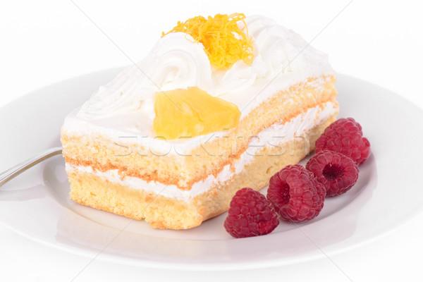 Kek krem ahududu lezzetli yalıtılmış beyaz Stok fotoğraf © Carpeira10
