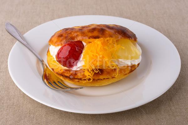 Lezzetli kek çilek krem ananas meyve Stok fotoğraf © Carpeira10