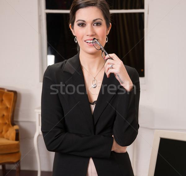üzlet iroda profi nő áll lobbi Stock fotó © cboswell