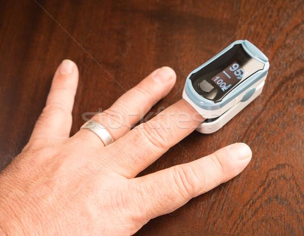 Ujjhegy oxigén szenzor pulzus gyakoriság egészség Stock fotó © cboswell