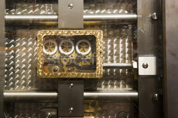 Foto stock: Dentro · seguro · porta · tiro · metal · bar