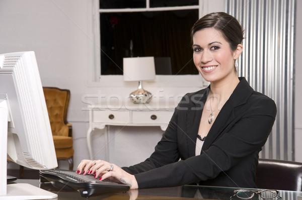 Gyönyörű nő iroda billentyűzet ablak monitor Stock fotó © cboswell
