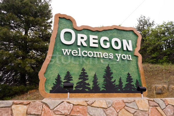 Stock photo: Oregon State Welcome Sign Interstate 5 Northbound Transportation