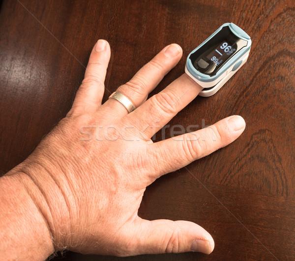 Polpastrello ossigeno sensore impulso tasso salute Foto d'archivio © cboswell