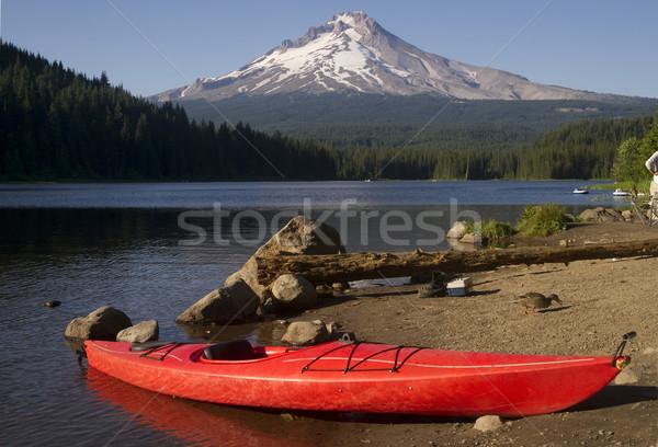 красный байдарках берега озеро Орегон красивой Сток-фото © cboswell