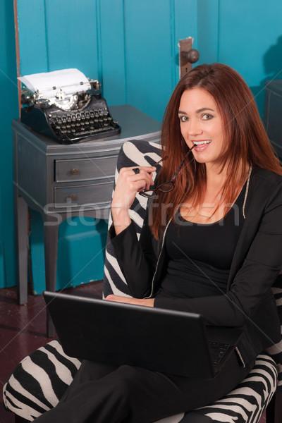 Donna seduta ufficio lavoro computer Foto d'archivio © cboswell