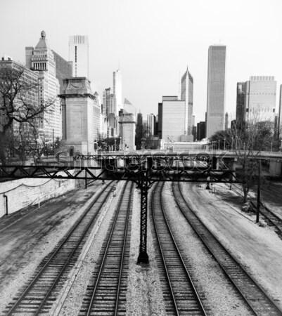 Train centre-ville Chicago Skyline tempête eau Photo stock © cboswell