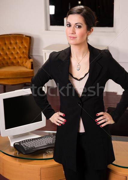 бизнеса служба профессиональных женщину Постоянный лобби Сток-фото © cboswell