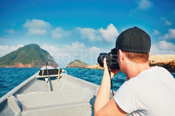 Fotoğrafçı tekne genç dslr kamera Stok fotoğraf © Chalabala